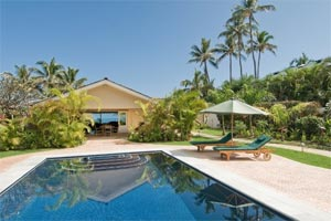 NAUPAKA BEAUTY - 3 Bedroom 3 Bath Beachfront House & Cottage Oahu Vacation Rental