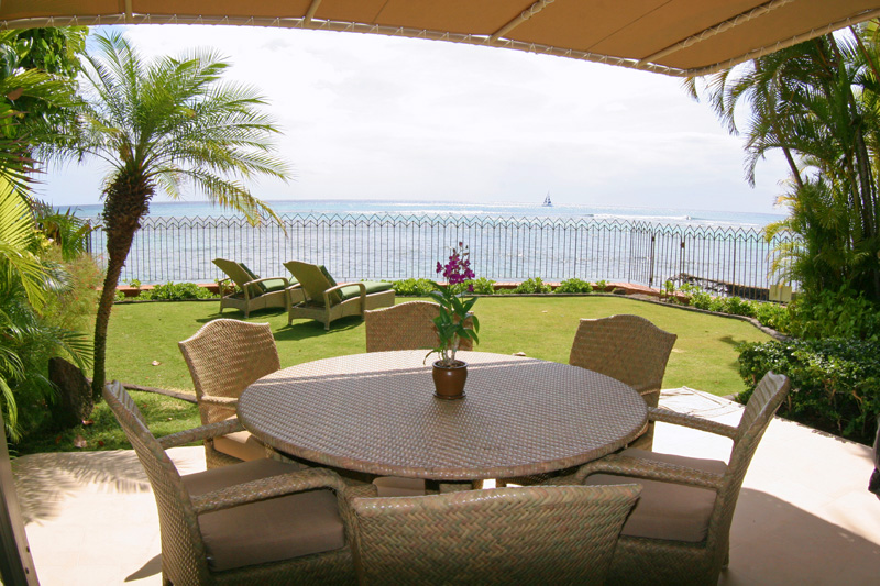 Covered dining lanai looking out at ocean