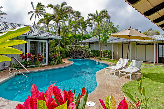 RIGHT ON THE BEACH - 4 Bedroom 3 Bath Beachfront Oahu Vacation Rental
